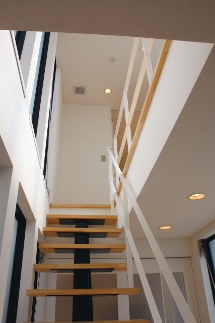 リビング階段 窓画像