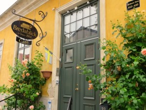 おしゃれな木製玄関ドア画像
