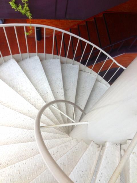 らせん階段 デメリット画像