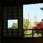 窓小さく少ない家画像