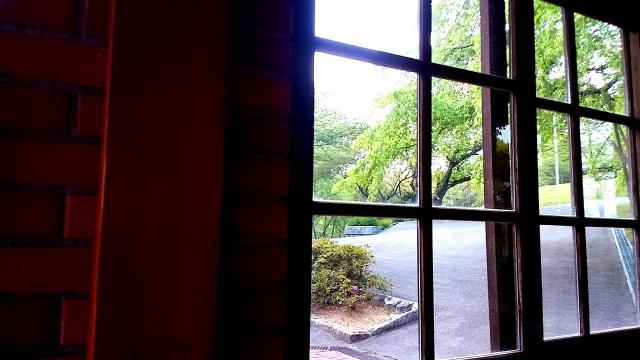 住宅の窓に庇は必要か画像