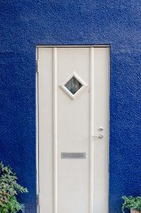 玄関ドア 白 後悔画像