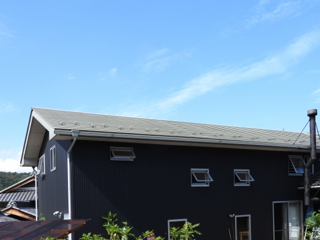 ガルバリウム鋼板では外壁の色はグレー画像