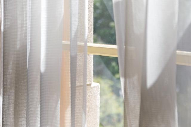 窓にカーテンの秘訣画像